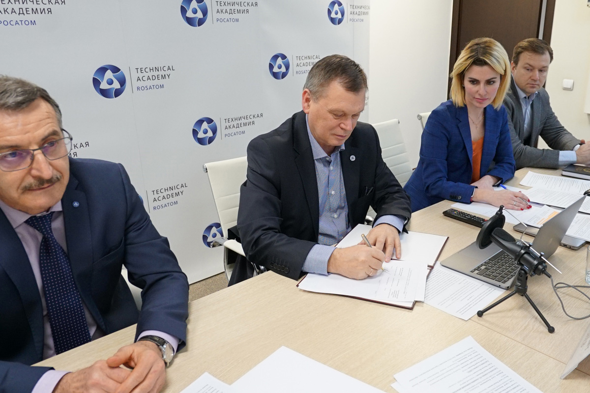The cooperation agreement countersigned Rector of SPbPU, Academician of RAS Andrei RUDSKOI, Director General of Rosatom Emergency Response Centre, Mr Andrey SOROKIN и Rector of Rosatom Technical Academy, Dr Yuri SELEZNEV