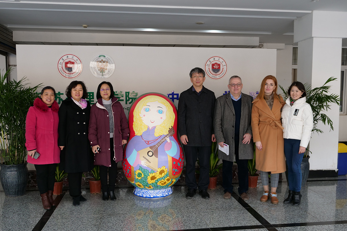 Discussions on educational cooperation continued in Xujou City, where Jiangsu Normal University is located