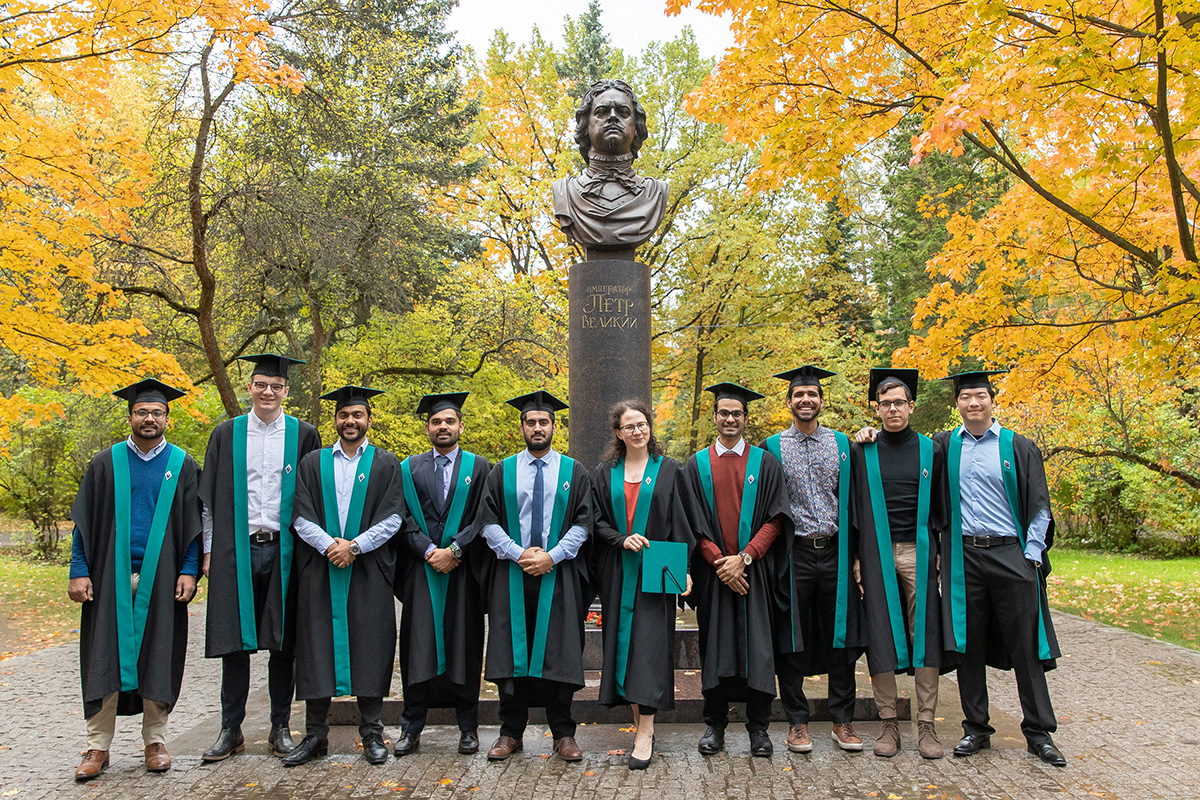 Graduates of the Intelligent Systems International Program were receiving congratulations
