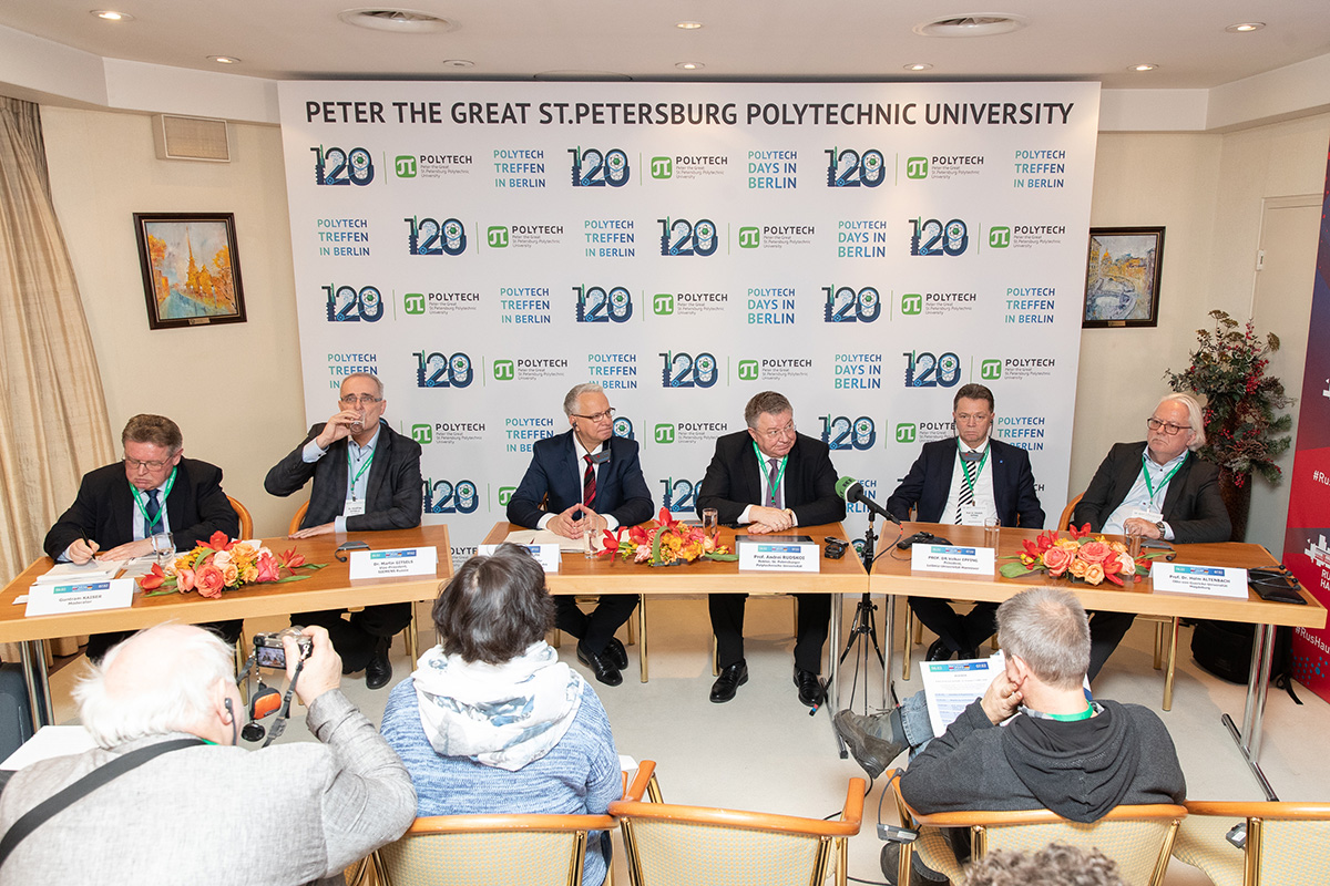 The organized press conference of the Rector of SPbPU Andrei RUDSKOI, Volker EPPING, Stefan RUDOLF, Holm ALTENBACH and Martin GITZELS caused a huge media attention and showed the general interest in the forum.