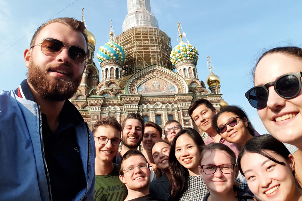 Tutors of the International Polytechnic Summer School gave visiting students excursions around St. Petersburg
