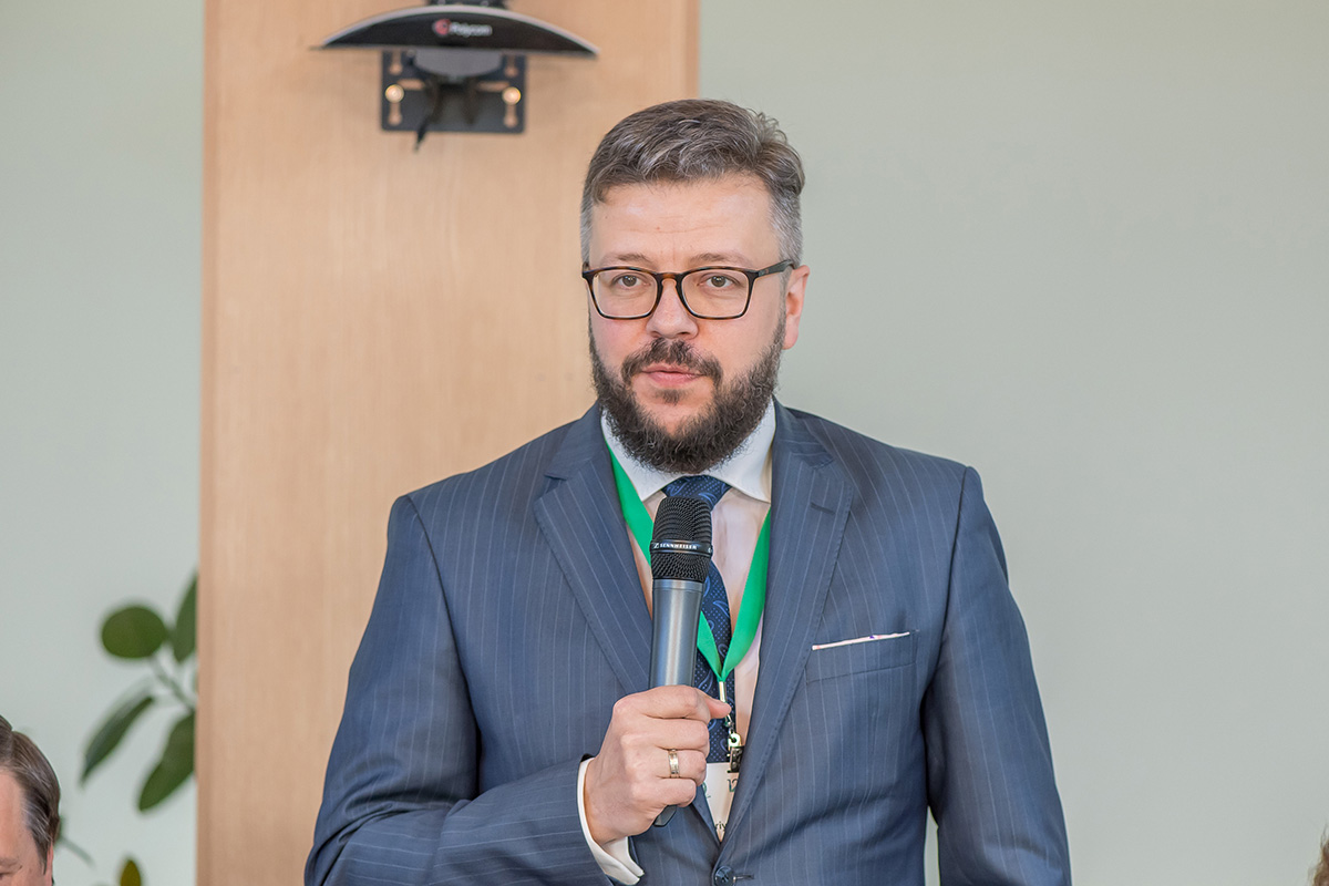 On behalf of the Administration of St. Petersburg, representative of the Committee on Science and Higher Education Yury Snisarenko welcomed the guests of the IPW