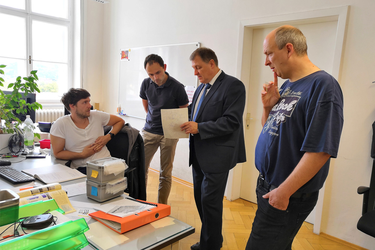 Professor of SPbPU Vladimir POLYANSKIY and Assoc.Prof. of MU Leoben Dipl.-Ing. Dr.mont. Michael STOSCHKA together with PhD students of an Austrian university in discussing the testing of samples