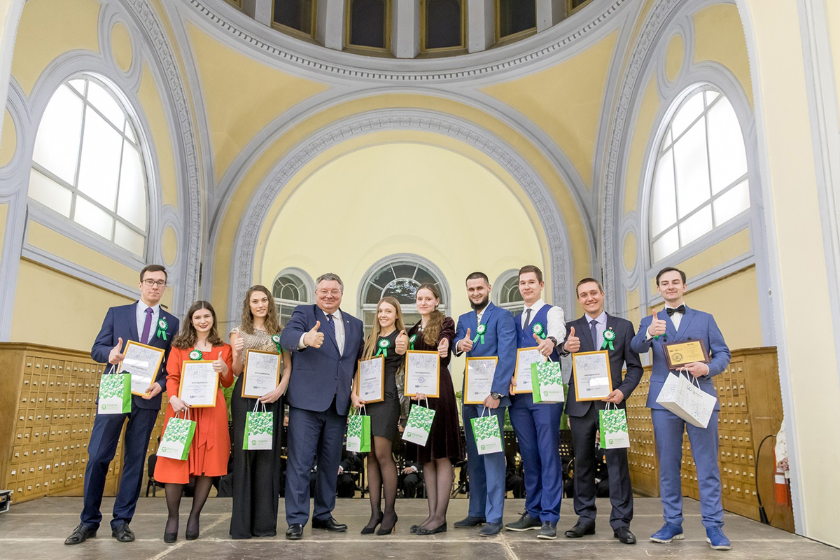 The best in studies, culture, and sports students were awarded prizes at the ball