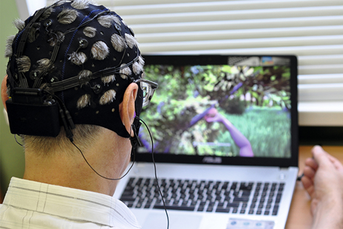 An electroencephalograph and a specialized game in the laptop
