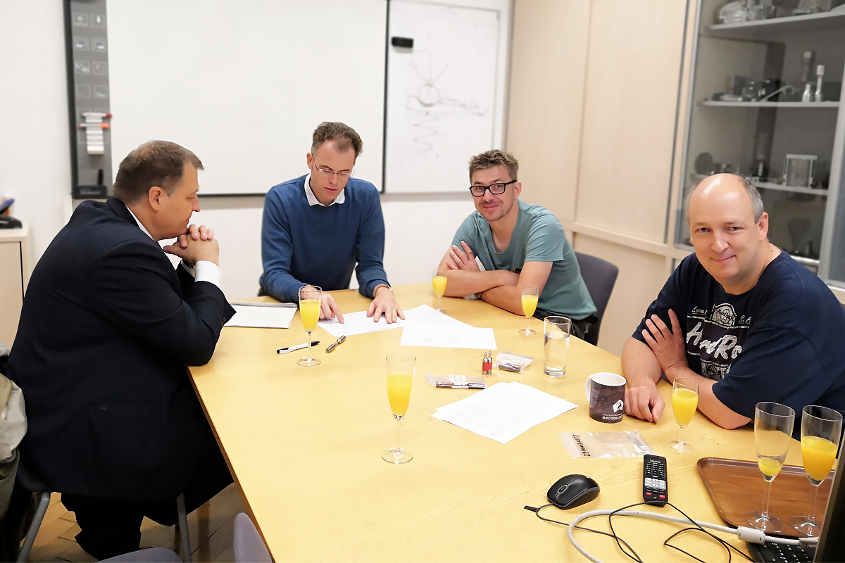 Russian and Austrian colleagues discuss test results