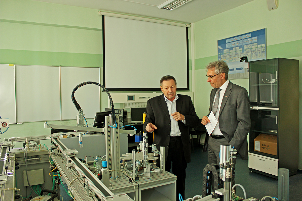 Director of the HSCMS V.P. Shkodyrev told Rudolf Pichler from TU Graz about the School's achievements