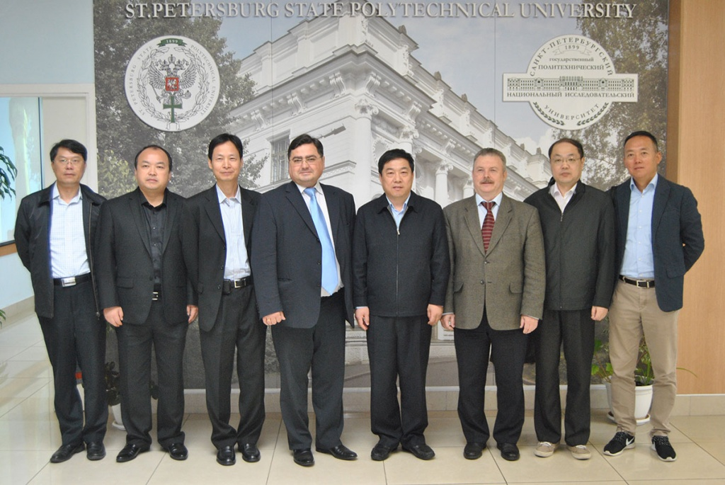 Polytechnic University and Tsingua University carry on dialogue about the cooperation of technology parks