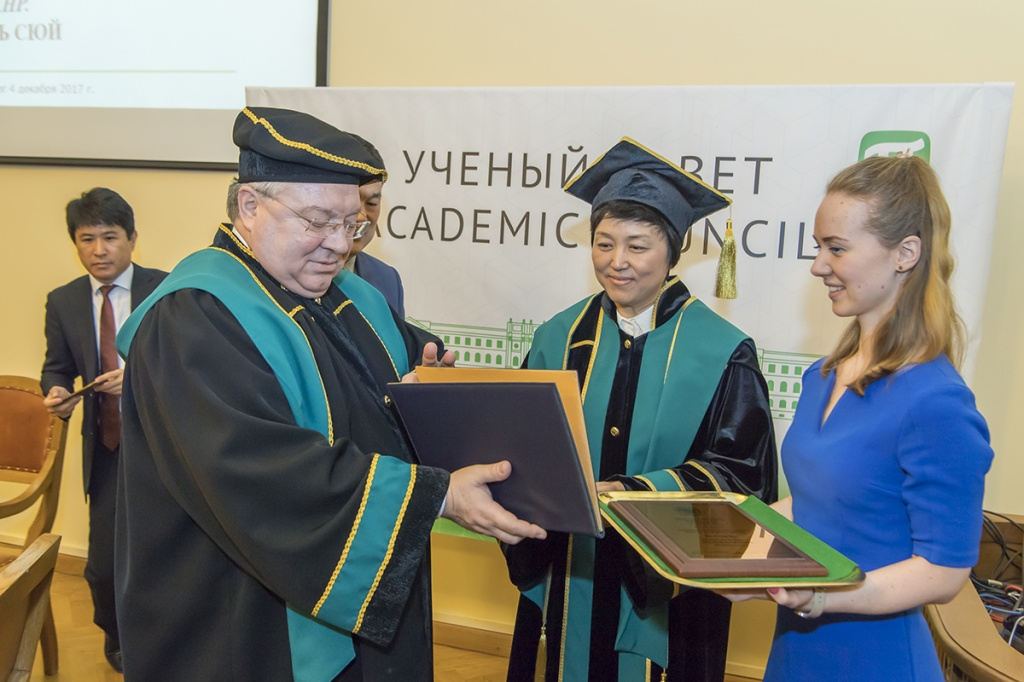 Professor of Tsinghua University Chen XU Became a Honorary Doctor of SPbPU