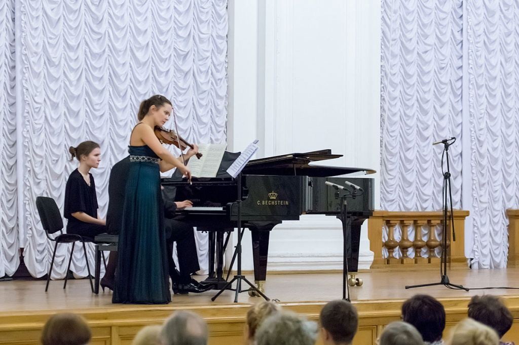 Eighteenth Century Italian Violin Sounded in White Hall