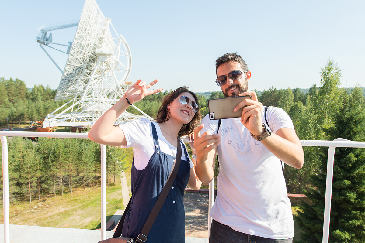Students of International Polytechnic Summer School made creative photos at the Svetloye Radio Astronomy Observatory