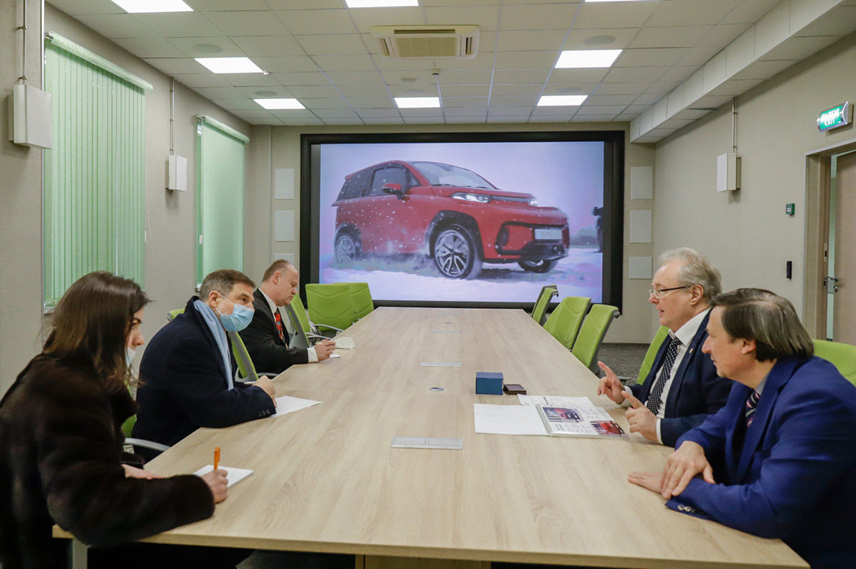 Alexey Borovkov told the German Consul General about the project to create an electric vehicle KAMA-1