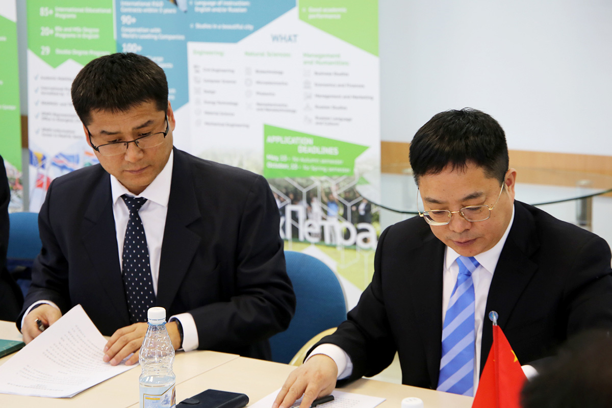 Negotiations with colleagues from Harbin Engineering University were taking place at the SPbPU Resource Center