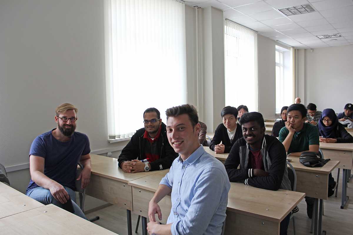 The InMotion International Project: Russian and foreign students master computer modeling
