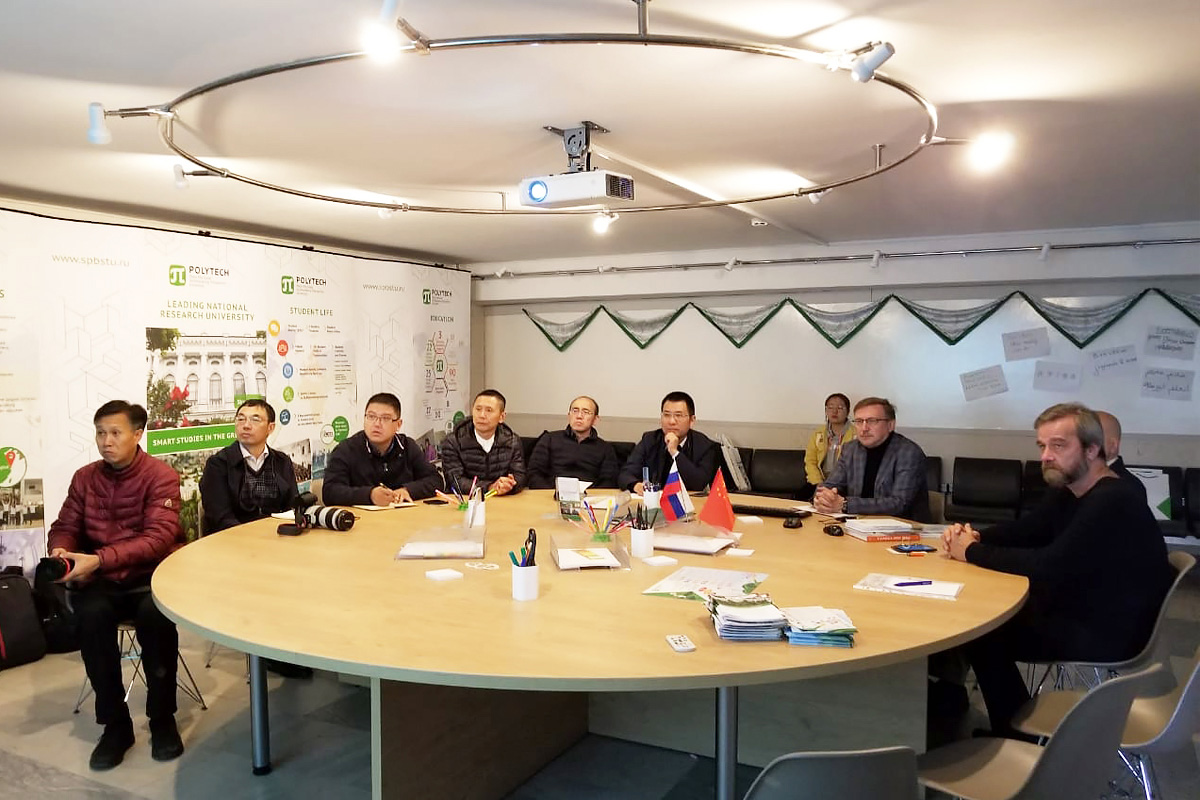 A delegation from the Shanghai Office of External Improvement and Gardening visited Polytechnic University