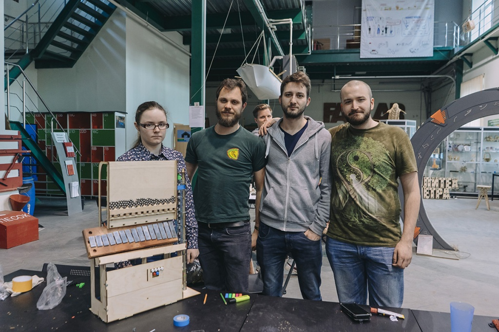 Four horizons: International Fablab School breaks up